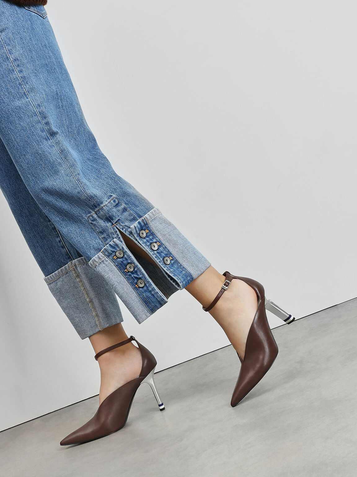 V-Cut Pointed Toe Pumps, Dark Brown, hi-res