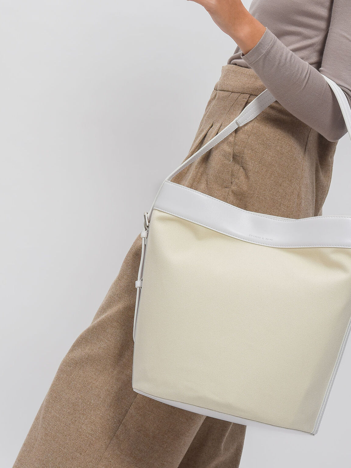 Circular Base Shoulder Bag, White, hi-res
