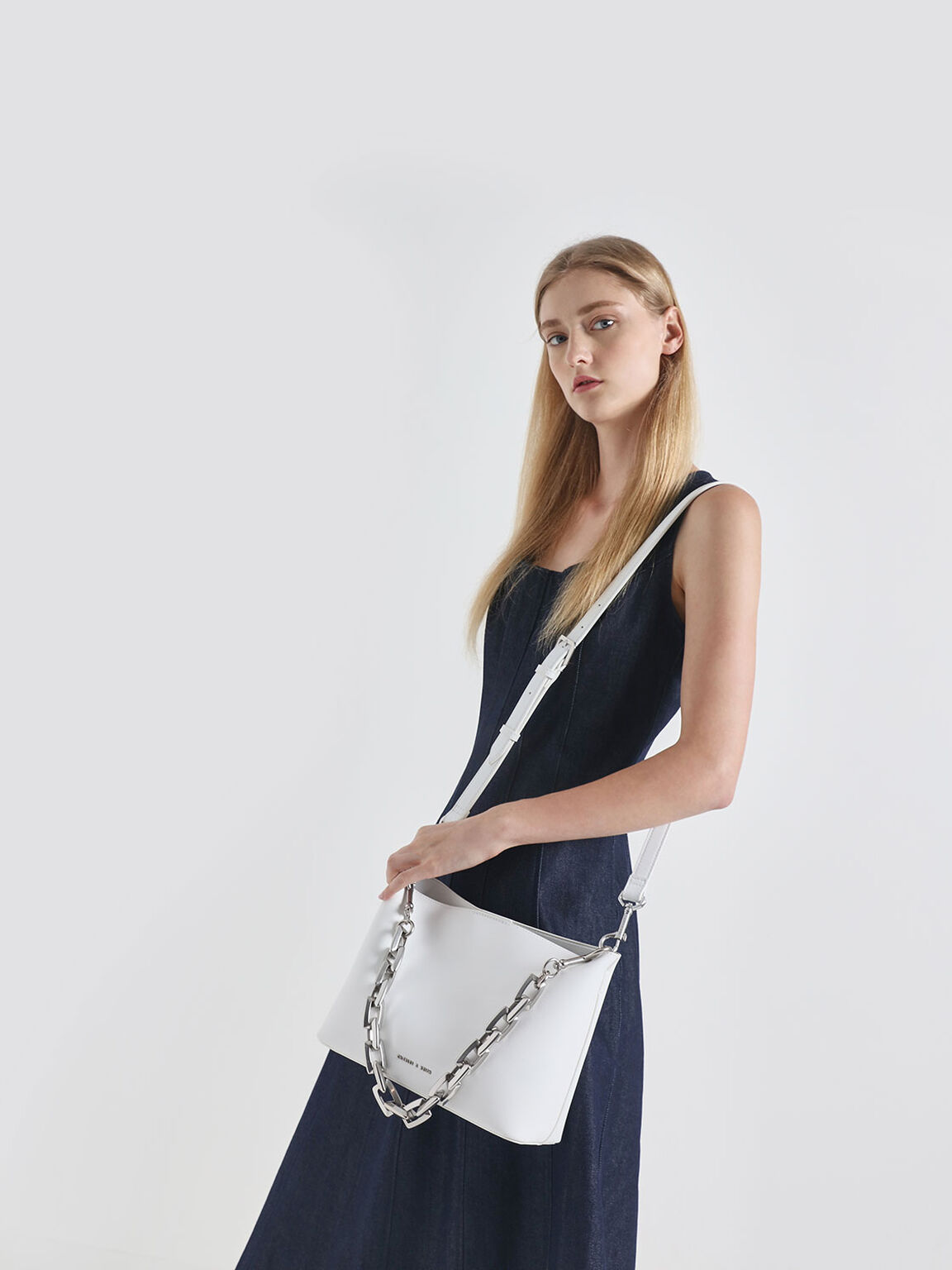 Chunky Chain Handle Bucket Bag, White, hi-res