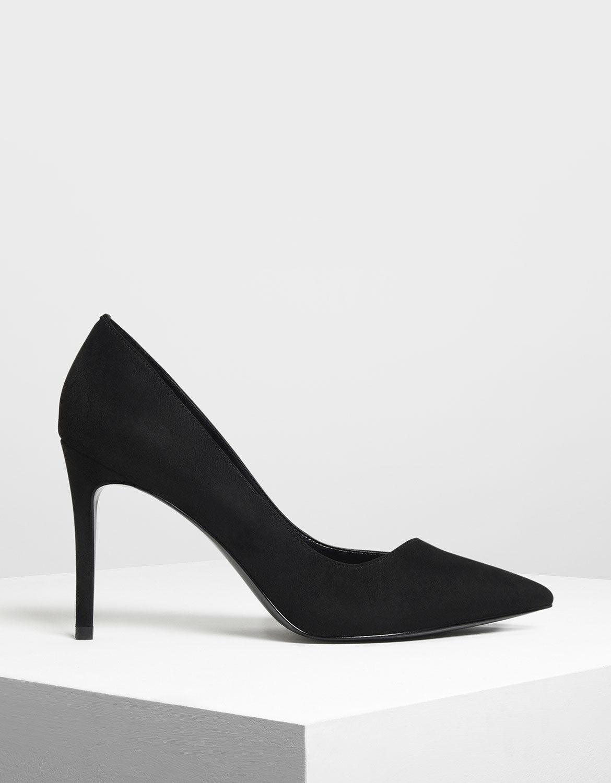 black stiletto pump