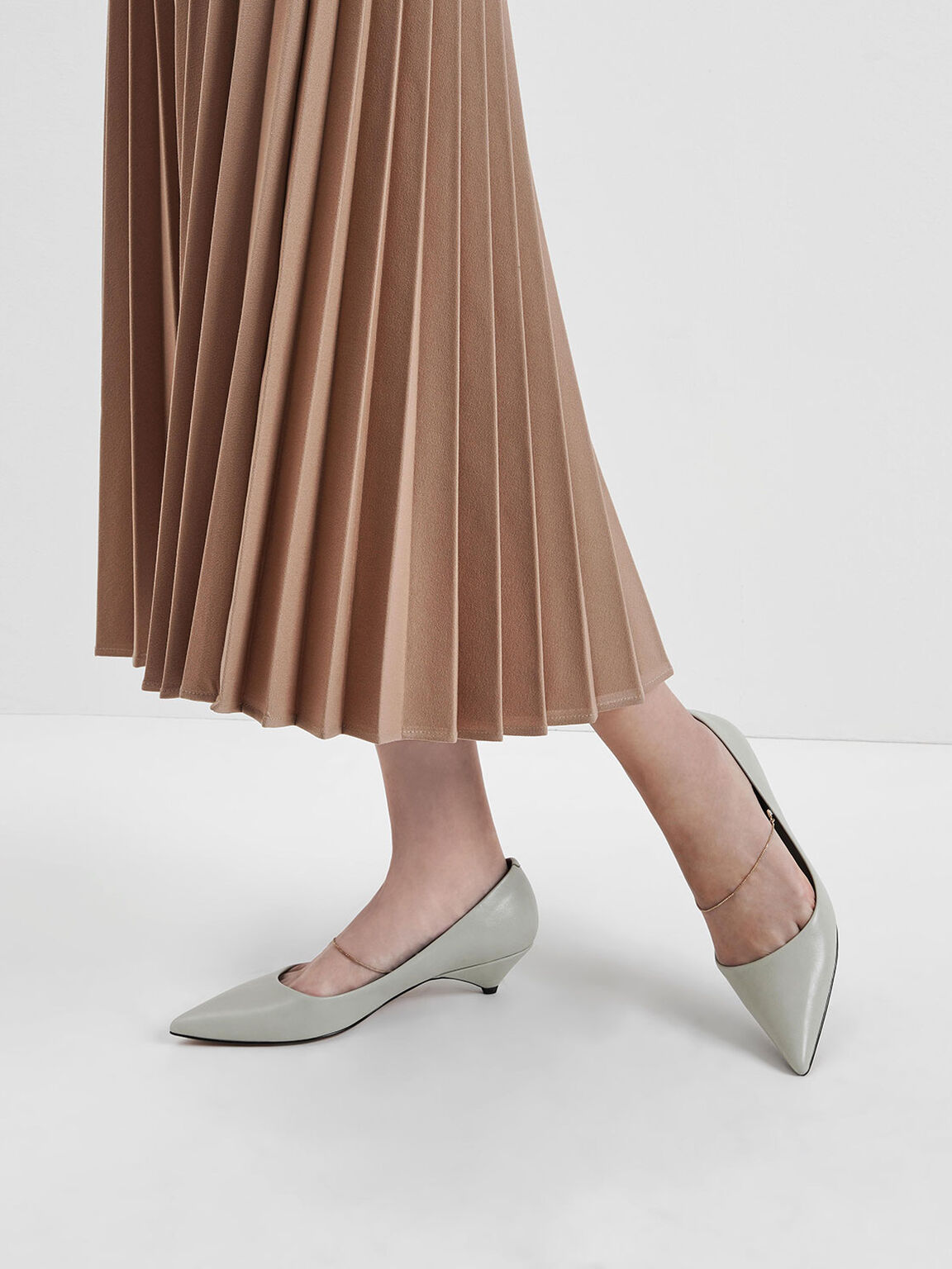Thin Metal Chain Strap Pumps, Chalk, hi-res