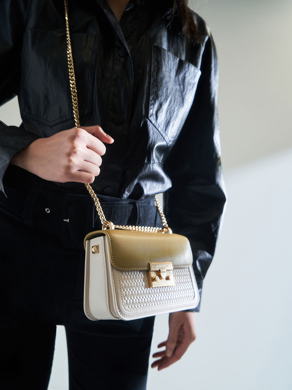 Hong Kong Exclusive: Woven Push-Lock Crossbody Bag, Cream, hi-res