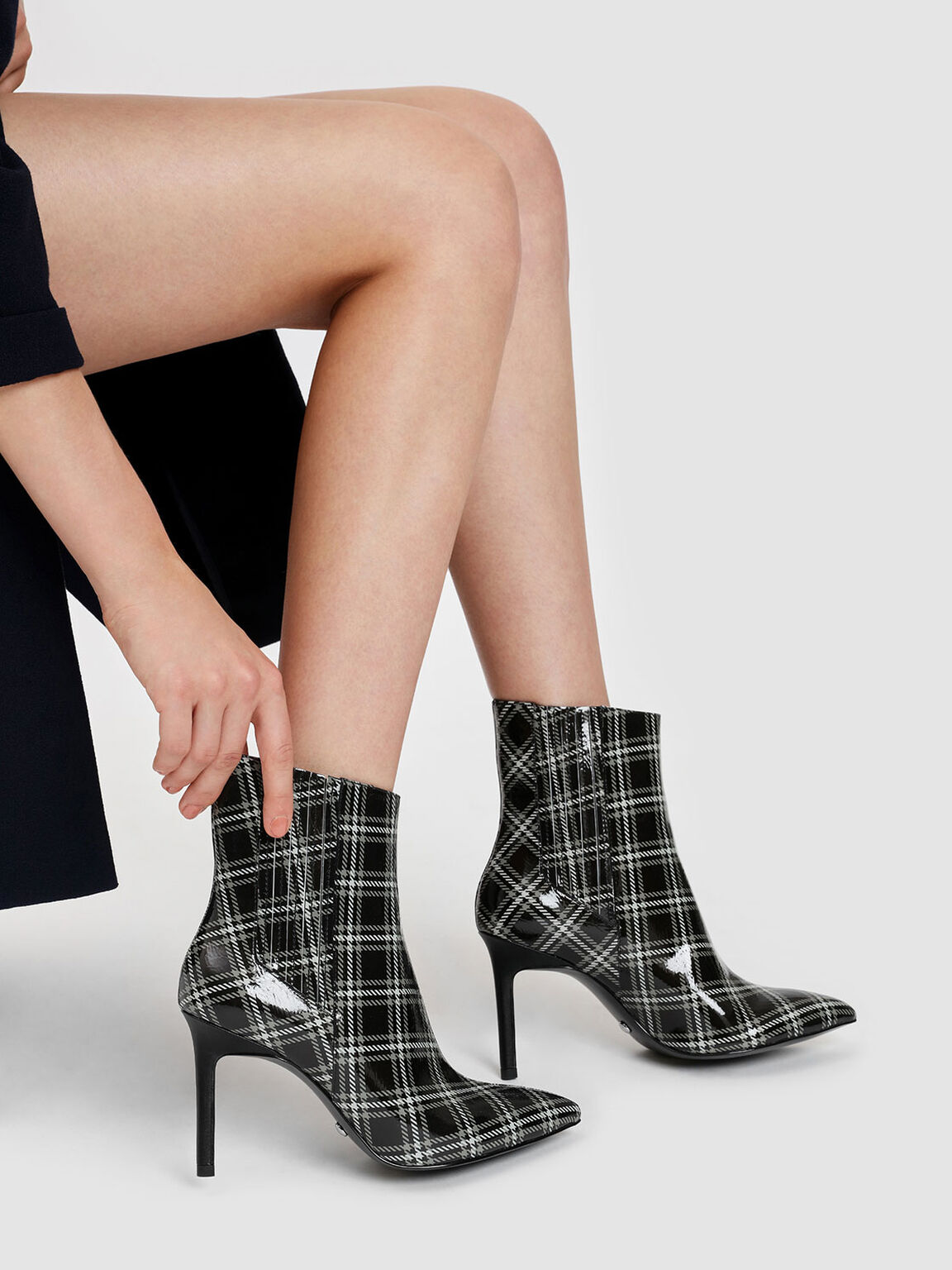 Classic Leather Pointed Boots, Black Textured, hi-res