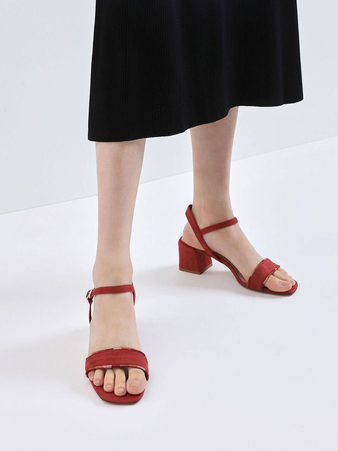 Two-Tone Thread Trim Textured Sandals, Red, hi-res