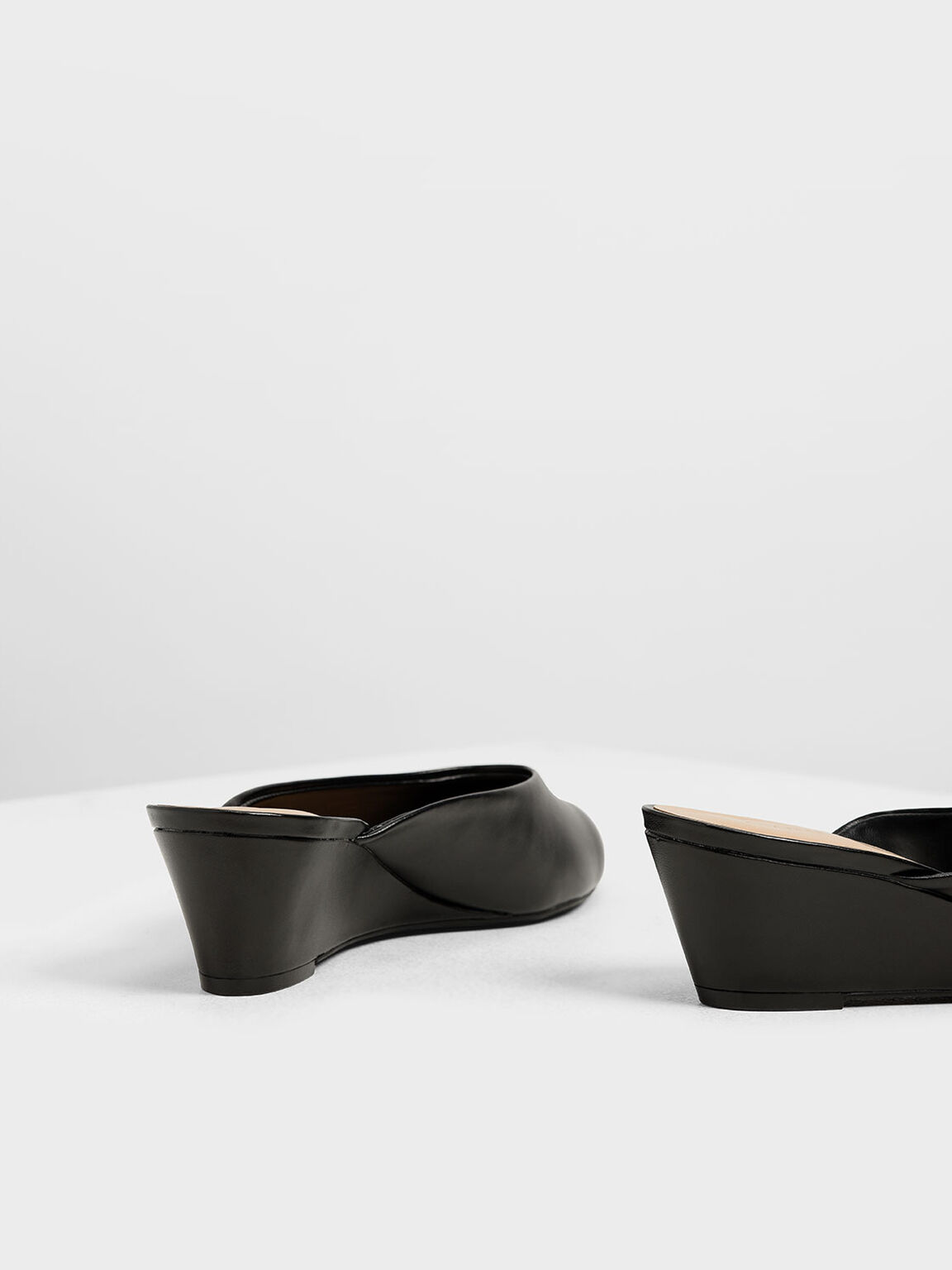 V-cut Wedges, Black, hi-res