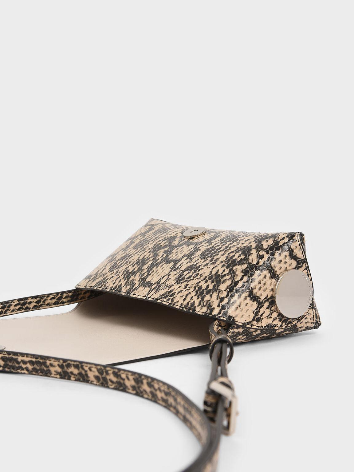 蛇紋金屬扣斜背包, 米黃色, hi-res