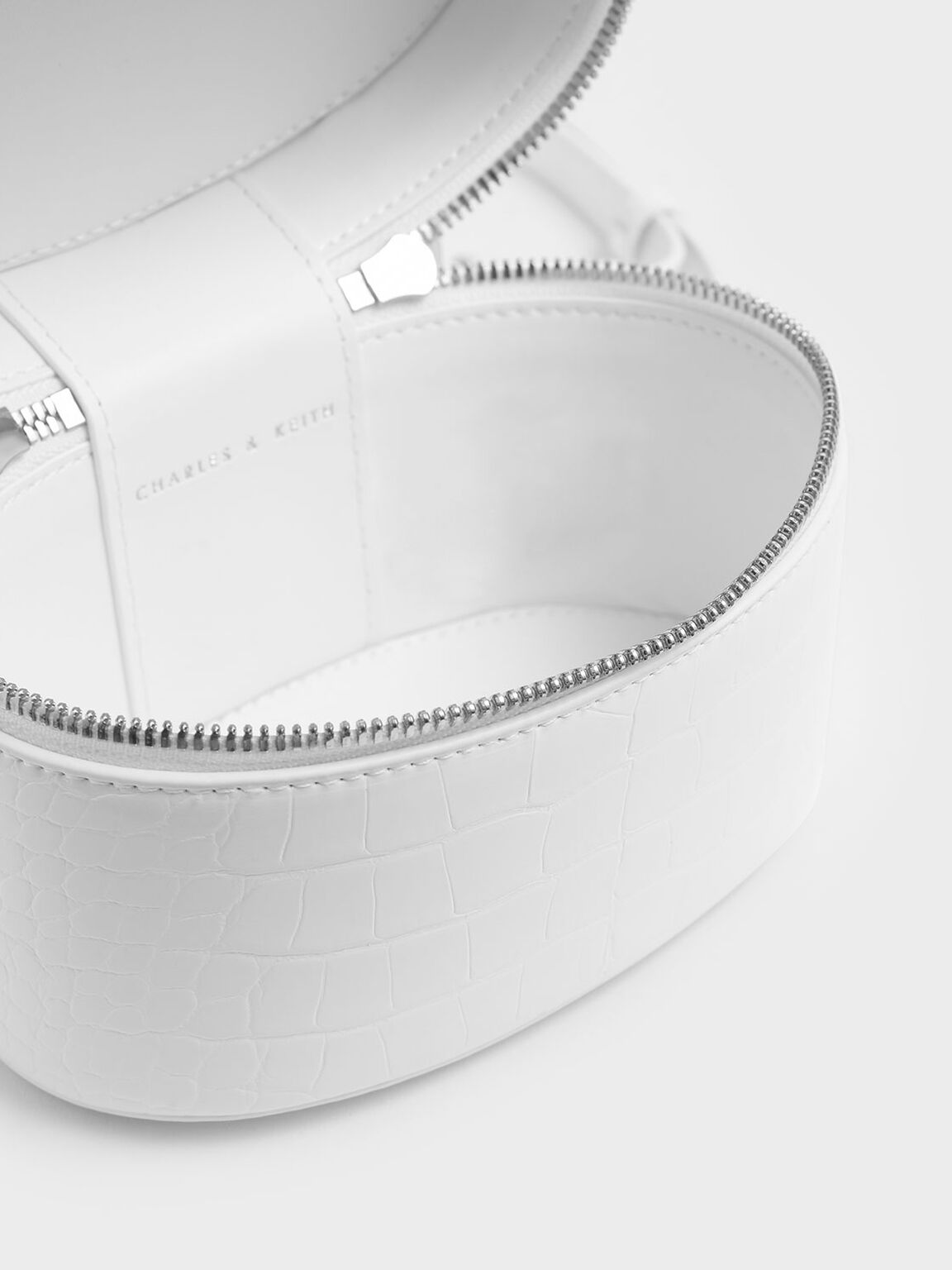 Croc-Effect Bracelet Round Bag, White, hi-res