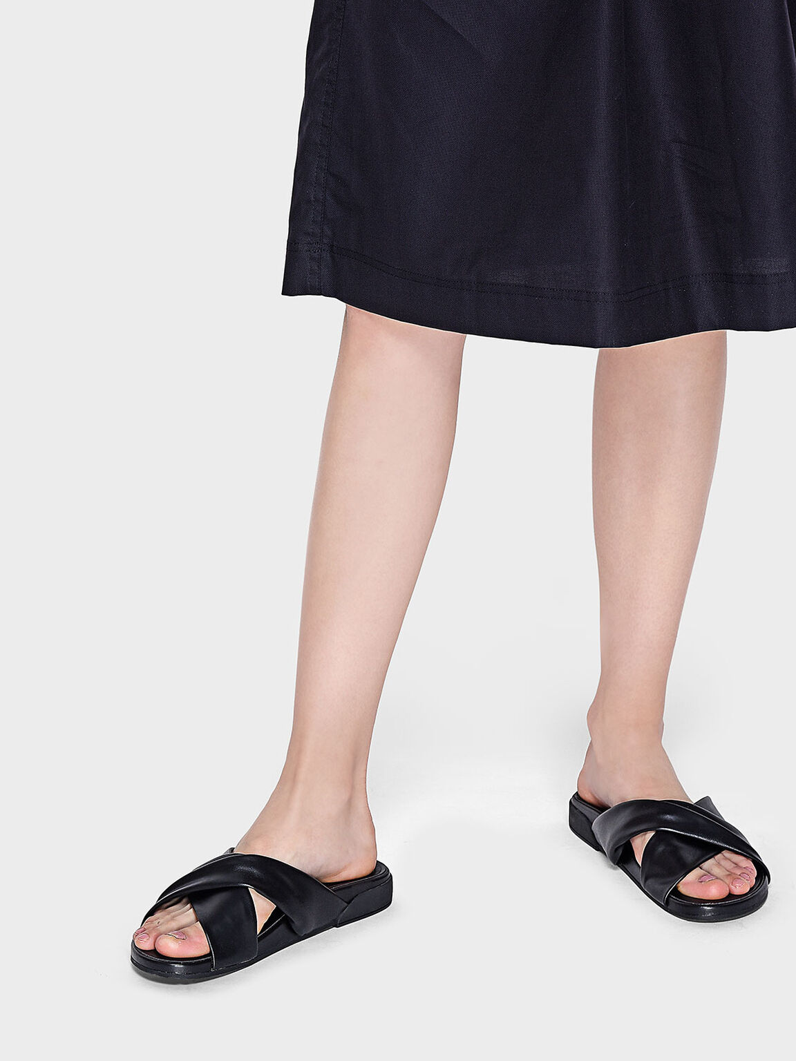 Twist Criss Cross Sliders, Black, hi-res