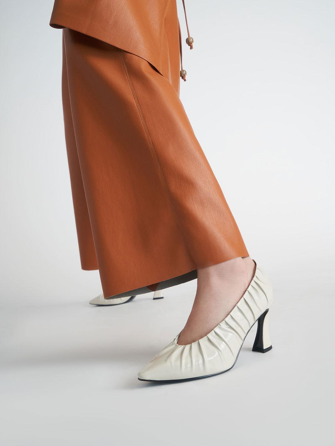 特別限定款:漆面皺褶尖頭跟鞋, 奶油色, hi-res