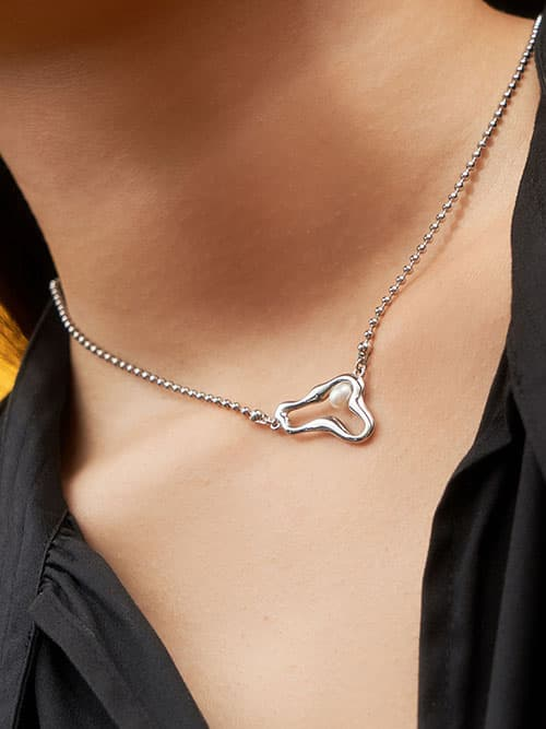 Sculpted Pendant Bead Necklace, Silver