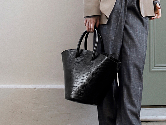 Women's croc-effect large trapeze tote bag in black - CHARLES & KEITH