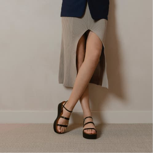 Women's strappy flatform sandals in black - CHARLES & KEITH