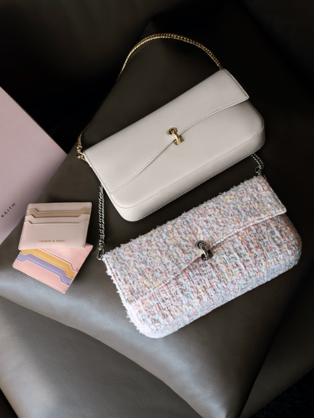 Women's gift set: shoulder bag & card holder in cream and pink (close up) - CHARLES & KEITH