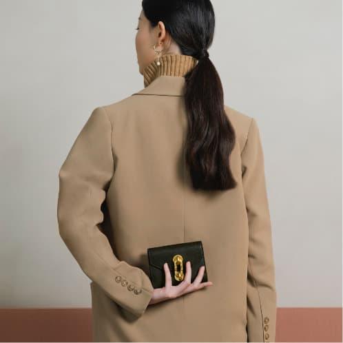 Women's chain link turn-lock mini wallet - CHARLES & KEITH
