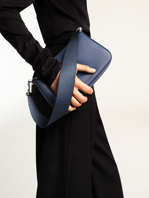 Women's zip shoulder bag in blue